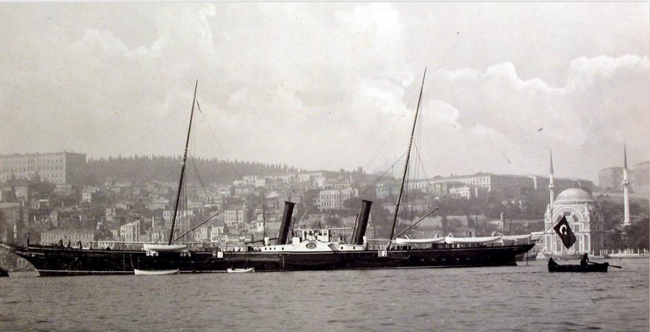 Brod Izedin na kom su boravili knjaz Nikola i crnogorska delegacija pri prvoj posjeti Carigradu – Arhiva Istanbul univerziteta (İstanbul Üniversitesi'nin Arşivi)