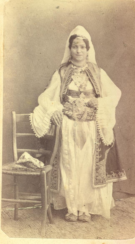 Djevojka u albanskoj nošnji, Narodni Muzej Crne Gore, Cetinje