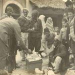 Crnogorski vojnici i Albanci u Skadru 1913. godine