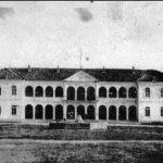 Nikšićka gimnazija, smještena u dvoru kralja Nikole, između dva svjetska rata